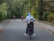 Hamida brengt haar drie oudste kinderen naar de Wiekslag, AZC Amersfoort.
